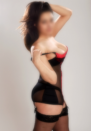 Savannah – Busty English Escort Hertfordshire