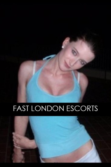Lucy – Slim Brunette English Escort