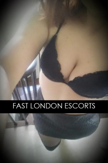 Nicole – Tall Brunette English Escort