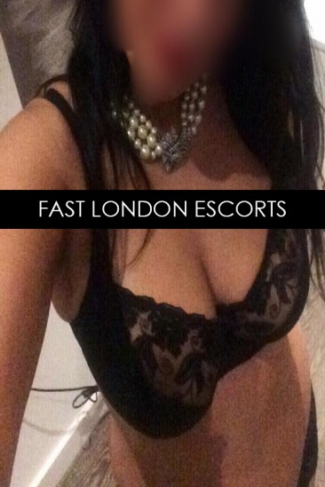 Soraya – Super Busty Indian Escort