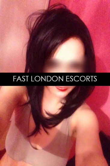 Allie – VIP English Party Girl Escort