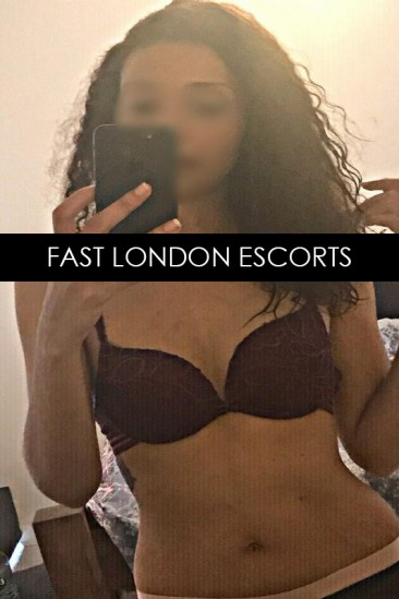 Miah – Sexy Slim Greek Escort