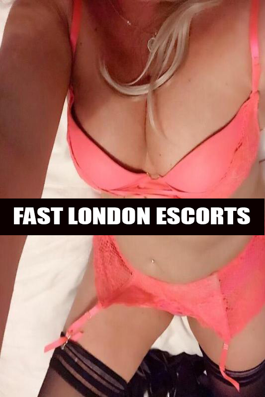 Cindy – Mature Blonde Petite English GFE Escort